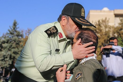 تقدیر سردار حسین اشتری فرمانده نیروی انتظامی از خانواده شهدا و ایثارگران