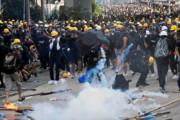 فیلم   برخورد کوکتل مولوتوف به یک خبرنگار در تظاهرات هنگکنگ
