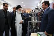 فیلم | جوان مبتکر به رهبر معظم انقلاب:حاج آقا «زایس» آلمان این دستگاه را صد میلیون دلار می خرید، نفروختیم