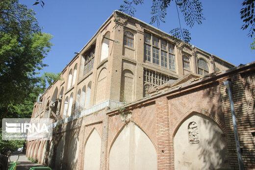 عمارت وکیل: عمارت وکیل الملک یکی از عمارتهای تاریخی شهر سنندج به شمار میآید قدمت بنای تاریخی وکیل الملک به زمان زندیه باز میگرد