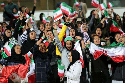 زنان پس از ۱۳۸۸۰ روز، بلیت بهدست در ورزشگاه