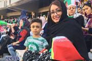 عکس | مادر و پسر روی سکوهای استادیوم آزادی