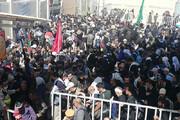 فیلم   گرمای ۴۰درجه و خروج زائران از آخرین گیت خروجی در مرز مهران