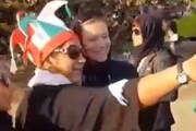 فیلم | سلفی دخترها با نماینده فیفا در ورزشگاه آزادی!