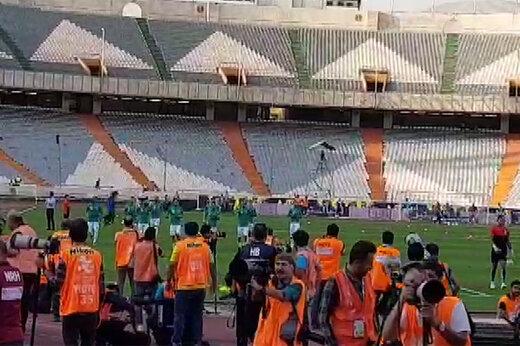 فیلم | واکنش بازیکنان ایران به حضور تماشاگران خانم در ورزشگاه آزادی