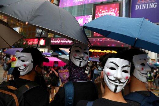 معترضان ضد دولتی در طول تظاهرات در هنگ کنگ ماسک پوشیدهاند