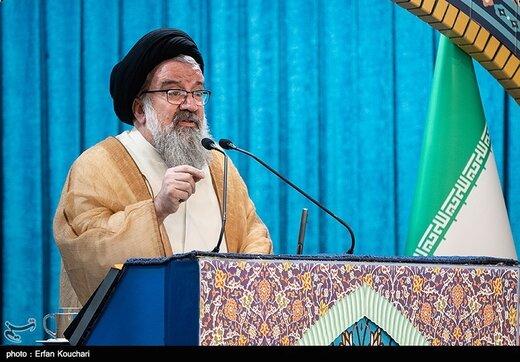 انتقاد امام جمعه تهران از وعدههای دروغ کاندیداهای مجلس برای کسب رأی