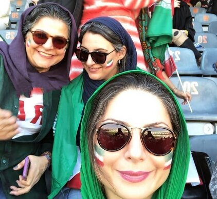 حضور بازیگر زن دردسرهای عظیم در ورزشگاه آزادی+عکس