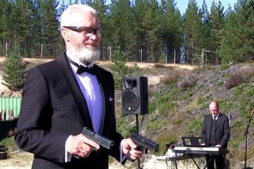 فیلم | نواختن موسیقی با شلیک اسلحه!