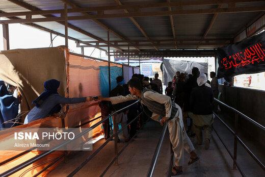 ورود زائران افغانستانی اربعین حسینی از مرز دوغارون