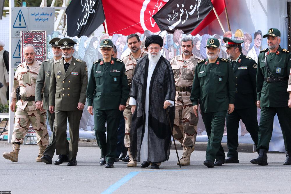 قائد الثورة: الحرس الثوري يتمتع بالعزة والرفعة على الصعيدين الداخلي والخارجي/صور