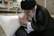 عکسی از بوسه رهبر انقلاب بر پیشانی آیت الله مکارم شیرازی