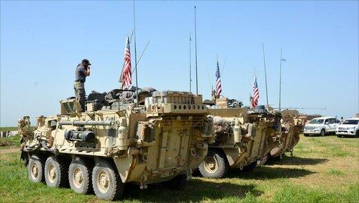 عبور کاروان ارتش سوریه از کنار نیروهای آمریکایی در حال عقبنشینی
