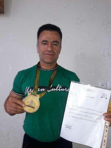 مدال طلای مسابقات پرورش اندام کشور بر گردن ورزشکار چهارمحال و بختیاری