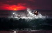 عکس   موجسواری در غروب در عکس روز نشنال جئوگرافیک