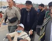 تصویری متفاوت از وزیر اطلاعات در حال خدمت به زائران اربعین