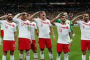 فیلم | از طرفداران ایران تا دیکانیو، همه آنها که های هیتلر را به زمین فوتبال آوردند