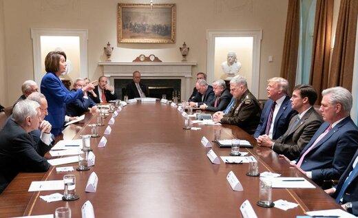 نانسی پلوسی، رئیس مجلس نمایندگان آمریکا، با ترامپ و اعضای دولت او در کاخ سفید درباره سوریه صحبت میکند