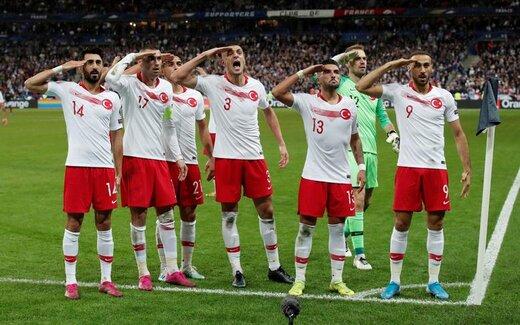 سلام نظامی تیم ملی فوتبال ترکیه پس از گلزنی در برابر فرانسه در رقابتهای مقدماتی یورو 2020