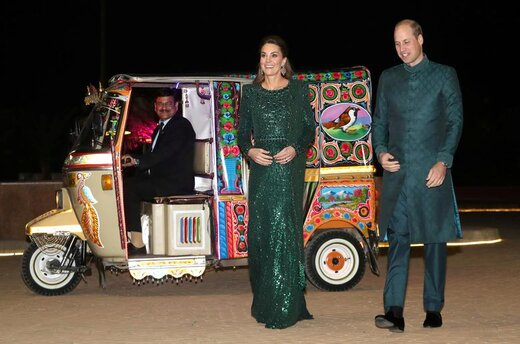 شاهزاده ویلیام، دوک کمبریج و همسرش کاترین در بنای یادبود پاکستان، کمیسیونر عالی بریتانیا در اسلامآباد این مهمانی را برای پیشواز آنها ترتیب داد