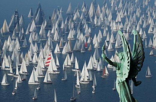قایقهای بادبانی در ابتدای مسابقه در ایتالیا