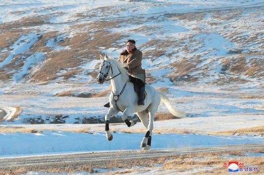سوارکاری کیم جونگ اون، رهبر کره شمالی، در کوه پکتو