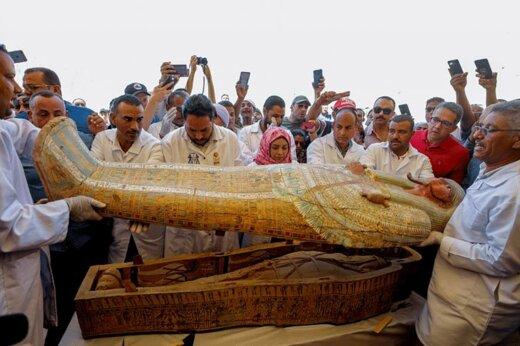 فیلم | رونمایی از ۳۰ تابوت چوبی سه هزار ساله کشف شده در مصر