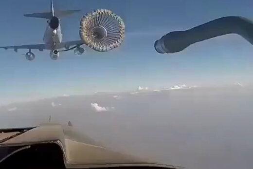 فیلم | لحظهای جالب از سوختگیری هواپیما در آسمان