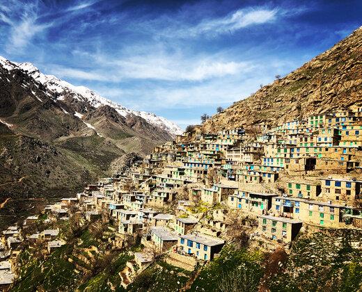 ۸۰۰ هزار گردشگر سالانه به شهرستان سروآباد سفر می کنند