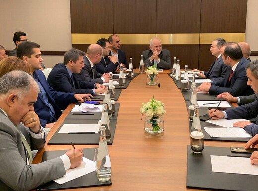 ظریف با مدیران رسانهای و اعضای اندیشکدههای جمهوری آذربایجان دیدار کرد