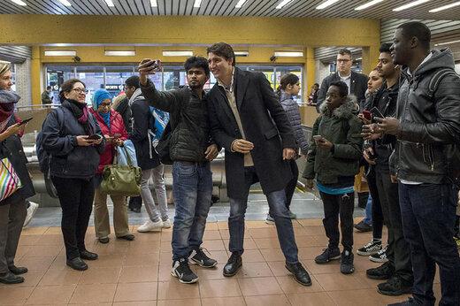 فیلم | سلفی نخست وزیر کانادا با مردم در مترو