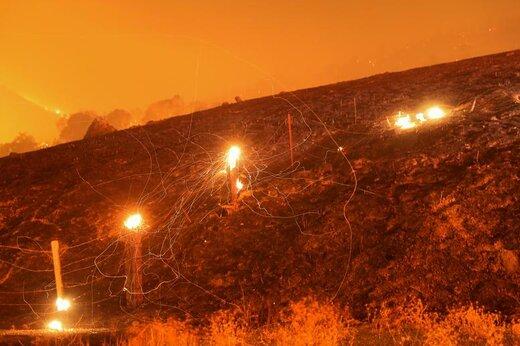 خاکستر آتشسوزی در گیزرویل ایالت کالیفرنیا آمریکا