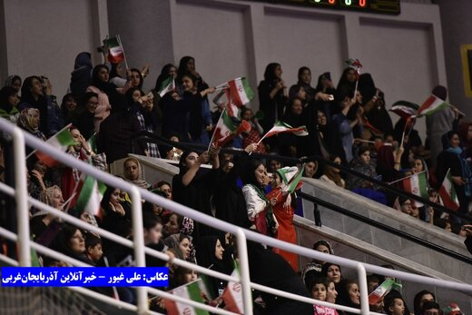 حمایت پرشور بانوان در دیدار ایران و جمهوری قرقیز