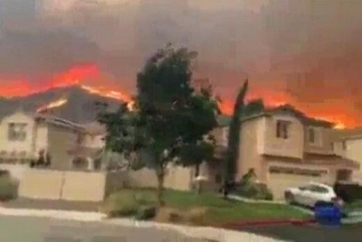 فیلم | آتش سوزی، مردم کالیفرنیا را از خانههایشان فراری داد