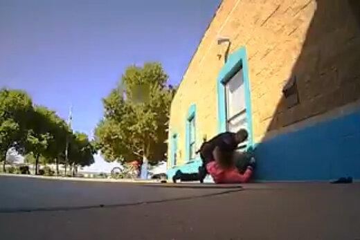 فیلم | رفتار زشت پلیس آمریکا با یک دختر ۱۱ساله سیاهپوست