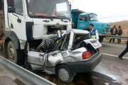 تصاویر | نجات معجزه آسای راننده پراید له شده زیر چرخ های کامیون در بندر دیلم