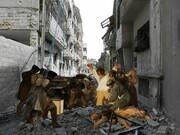 تلفیق شاهکارهای هنری با خرابههای سوریه / عکس