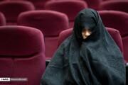 تصاویر | حالتهای شبنم نعمت زاده در حال آخرین دفاع در پایان دادرسی