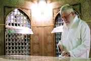 فیلم   تصاویر دیدهنشدهای از تازهترین حضور رهبر انقلاب اسلامی در مراسم غبارروبی حرم مطهر رضوی