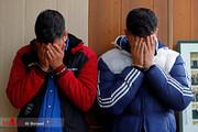 تصاویر | بازداشت دو موبایل قاپ با سلاح سرد