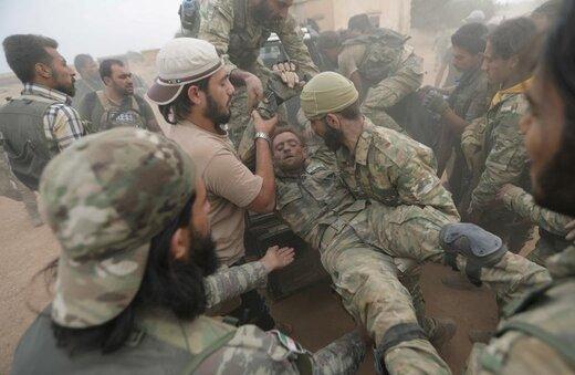 جنگجویان شورشی سوری تحت حمایت ترکیه در نزدیکی تل ابیض سوریه عقبنشینی میکنند