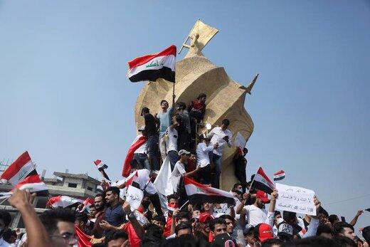 حضور دانشجویان در تجمعات اعتراضی در کربلا با در دست داشتن پرچم عراق