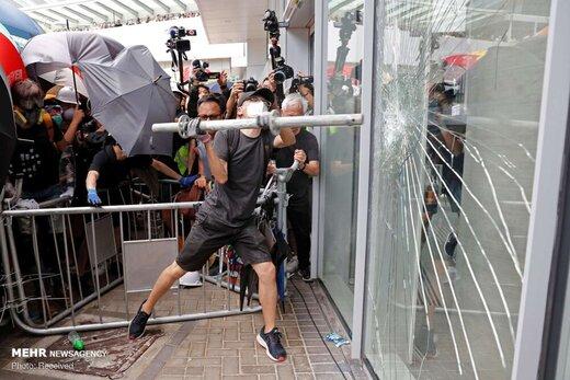 ساختمان خبرگزاری شینهوا هدف حمله معترضان در هنگکنگ قرار گرفت