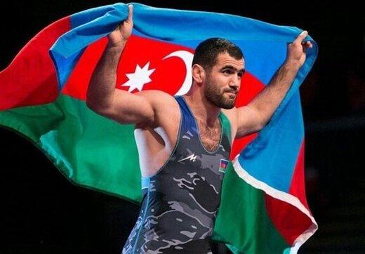 کشتیگیر آذربایجانی مدالهایش را به موزه آستان قدس اهدا میکند