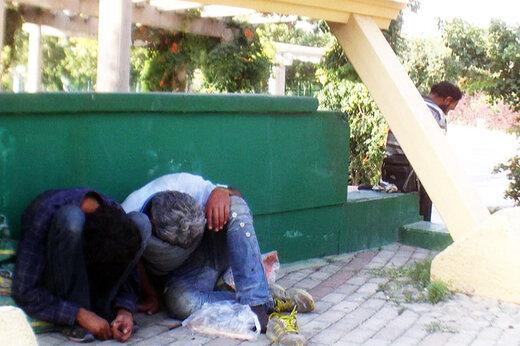 فیلم   مصرف علنی مواد مخدر در چندقدمی ساختمان شهرداری در تهران!