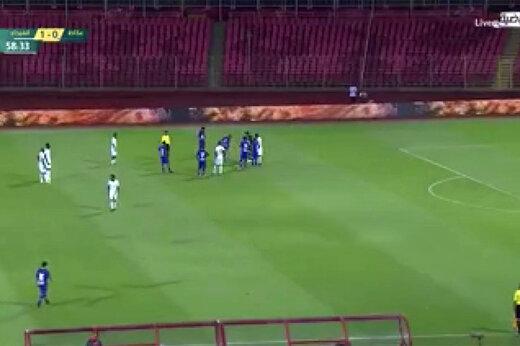 فیلم | ورود مار به زمین فوتبال در لیگ عربستان