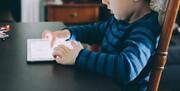 ویدیو، بازی و برنامههای کودکانه در بازار به مناسبت روز جهانی کودک