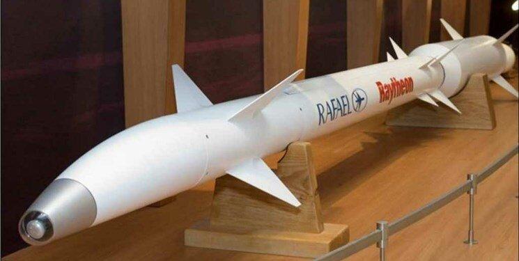 فارس نوشت: کانال تلویزیونی 7 رژیم صهیونیستی گزارش داد که روسیه یکی از موشکهای «فلاخن داوود» را در سوریه سالم پیدا کرده و به روسیه منتقل کرده است.