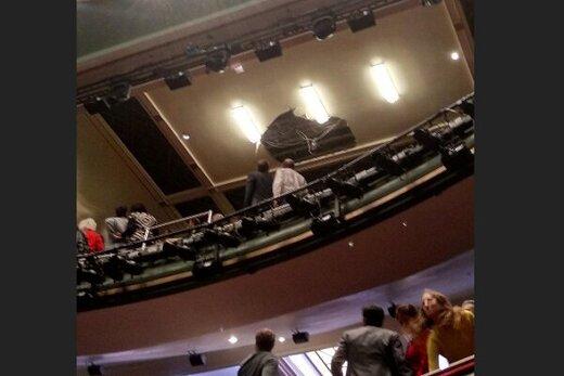 حادثه وحشتناک در لندن / سقف تئاتر فروریخت، تماشاگران گریختند