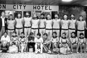 تصویری از تیم فوتبال ایران که قربانی طرحی عجیب شد!